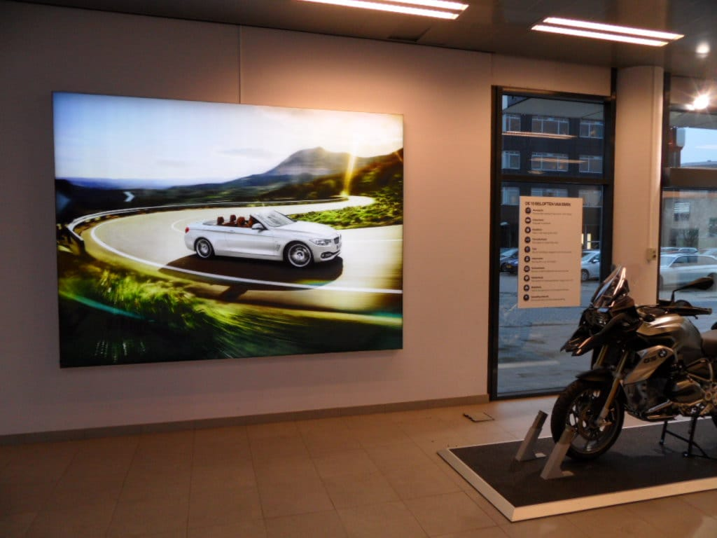 BMW showroom ligthbox