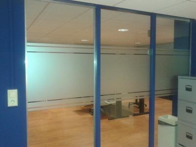zandstraalfolie decoratie kantoor ruimte